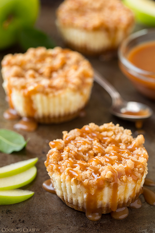 caramel-apple-streusel-mini-cheesecake